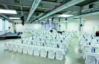 Rotationshalle in Blockbestuhlung bei einer Galaveranstaltung
