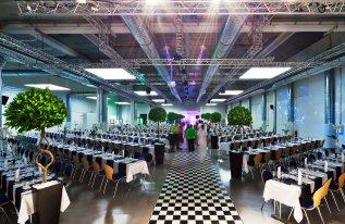 Veranstaltungshalle Rotationshalle Blockbestuhlung Gala Dekoration