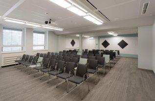 Konferenzraum Röntgen in Reihenbestuhlung