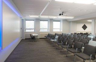 Seminarraum Röntgen Reihenbestuhlung