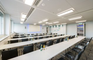 Konferenzraum Heisenberg 1 parlamentarischer Bestuhlung