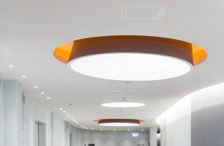 Deckenauslass für Tageslicht mit individueller Beleuchtung