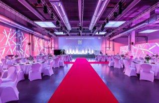 VCC Roter Teppich und Ambientenbeleuchtung Rotationshalle