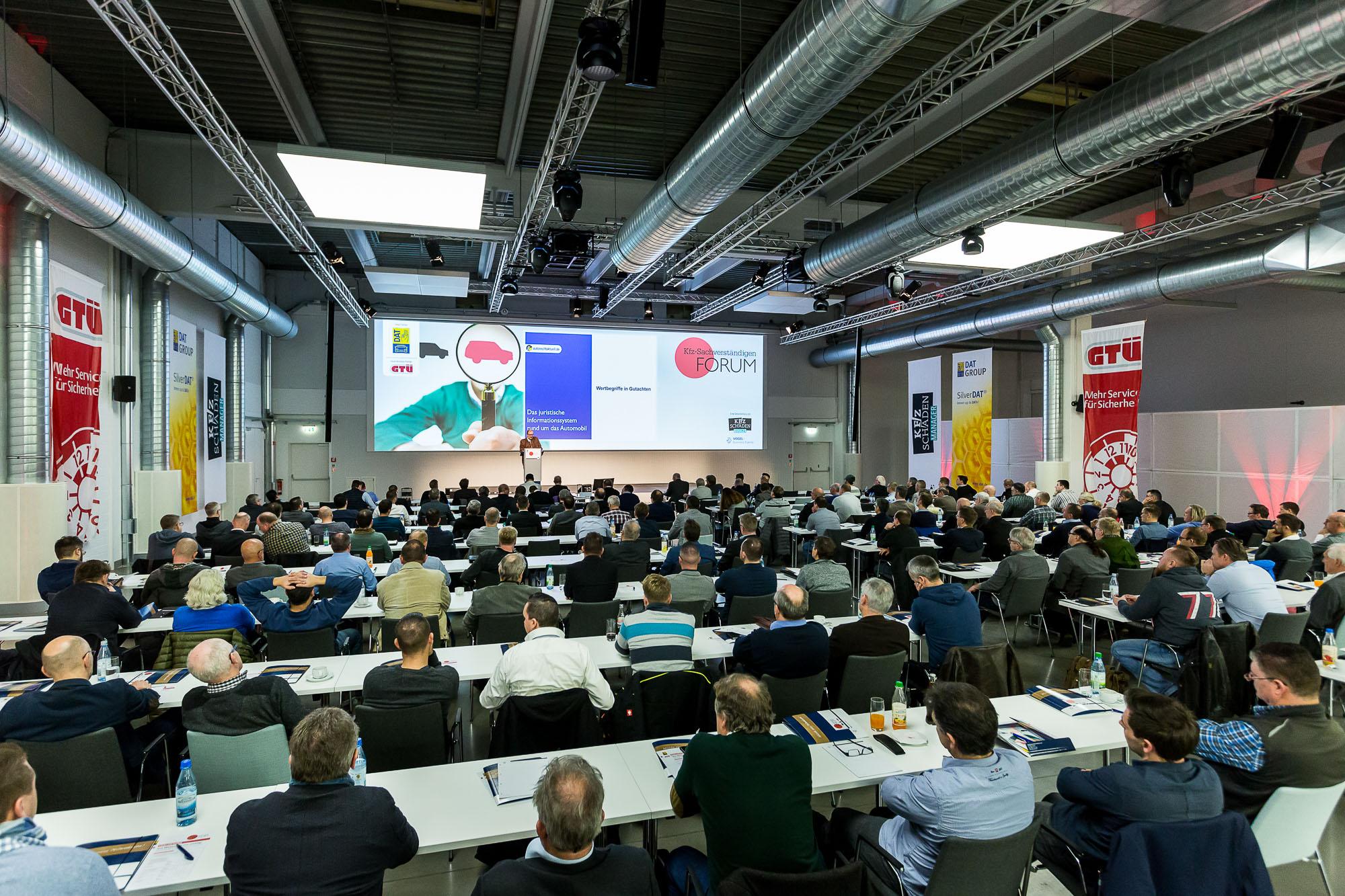 KFZ-Sachverständigen Forum - Plenum in der Rotationshalle
